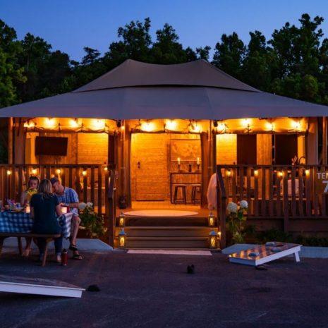 YALA_Stardust_by_night - Safaritenten en glamping lodges