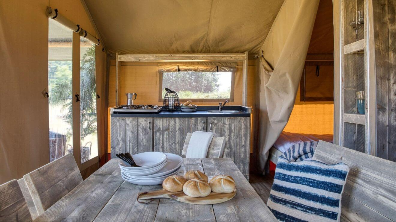 YALA_interior_Raw_interior_kitchen_table