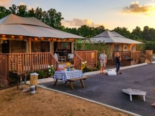 YALA_Stardust_people_playing_game - Safari tents and glamping lodges