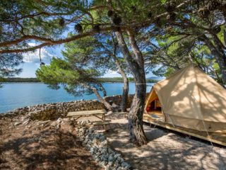YALA_BellTent_with_a_view_landscape - safaritenten en glamping lodges
