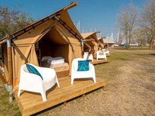 YALA_Sparkle_exterior_in_winter_landscape - safaritenten en glamping lodges