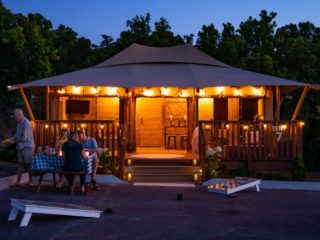 YALA_Stardust_by_night - Safaritenten en glamping lodges