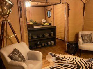 YALA_Aurora_interior_livingroom_and_kitchen - Safarizelte und Glamping Lodges