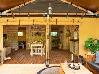 YALA_Dreamer_interior_and_veranda_landscape - Safarizelte und Glamping Lodges