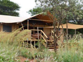 YALA_Dreamer_with_terras_Hluhluwe_Bush_Camp_Africa - Safarizelte und Glamping Lodges