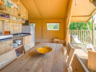 YALA_Sunshine_dining_table_and_kitchen - Safarizelte & Glamping Lodges