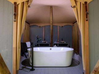 YALA_Supernova_bathroom_landscape - Safarizelte und Glamping Lodges