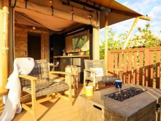 YALA_Stardust_spacious_veranda - Tentes safari e glamping lodges