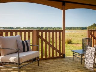YALA_Twilight_safari_tent_spacious_veranda - Tentes safari e glamping lodges