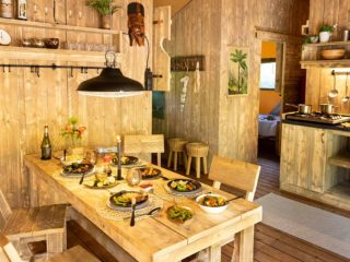 YALA_Luxury_Lodge_interior_kitchen_landscape
