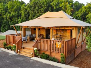 YALA_Stardust_exterior_from_the_side - Tende safari e glamping lodge
