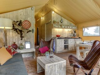 YALA_Safari_Tent_Woody_interior_living_room_landscape
