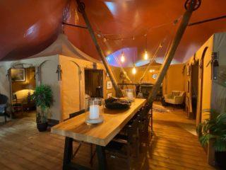 Gotland Lodge livingroom with table