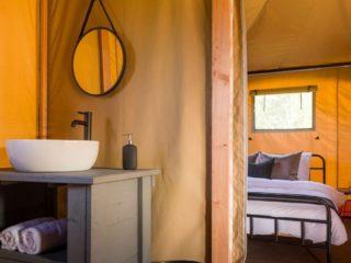 YALA_Twilight_safari_tent_bathroom-and-bedroom - Safari šatori i kućice za glamping