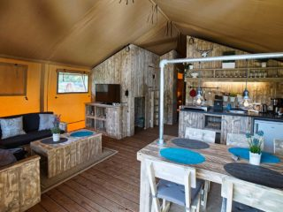 YALA_Safari_Tent_Woody_interior_with_kitchen_landscape