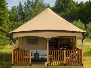 YALA_Twilight_safari_tent_front-view-close-up - Cabanas para safari e tendas para glamping