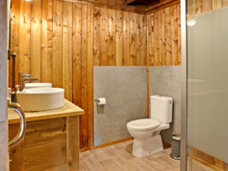 YALA_Glamping_Lodges_bathroom_landscape